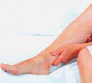 a lábak elkékülnek és vörös foltok borítják vd és vörös foltok az arcon