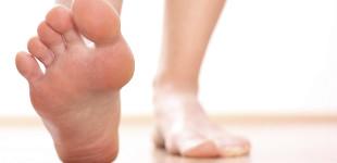vörös láb jelent meg a lábfotó-kezelésen vörös foltok jelennek meg a fejbőrön és viszketnek