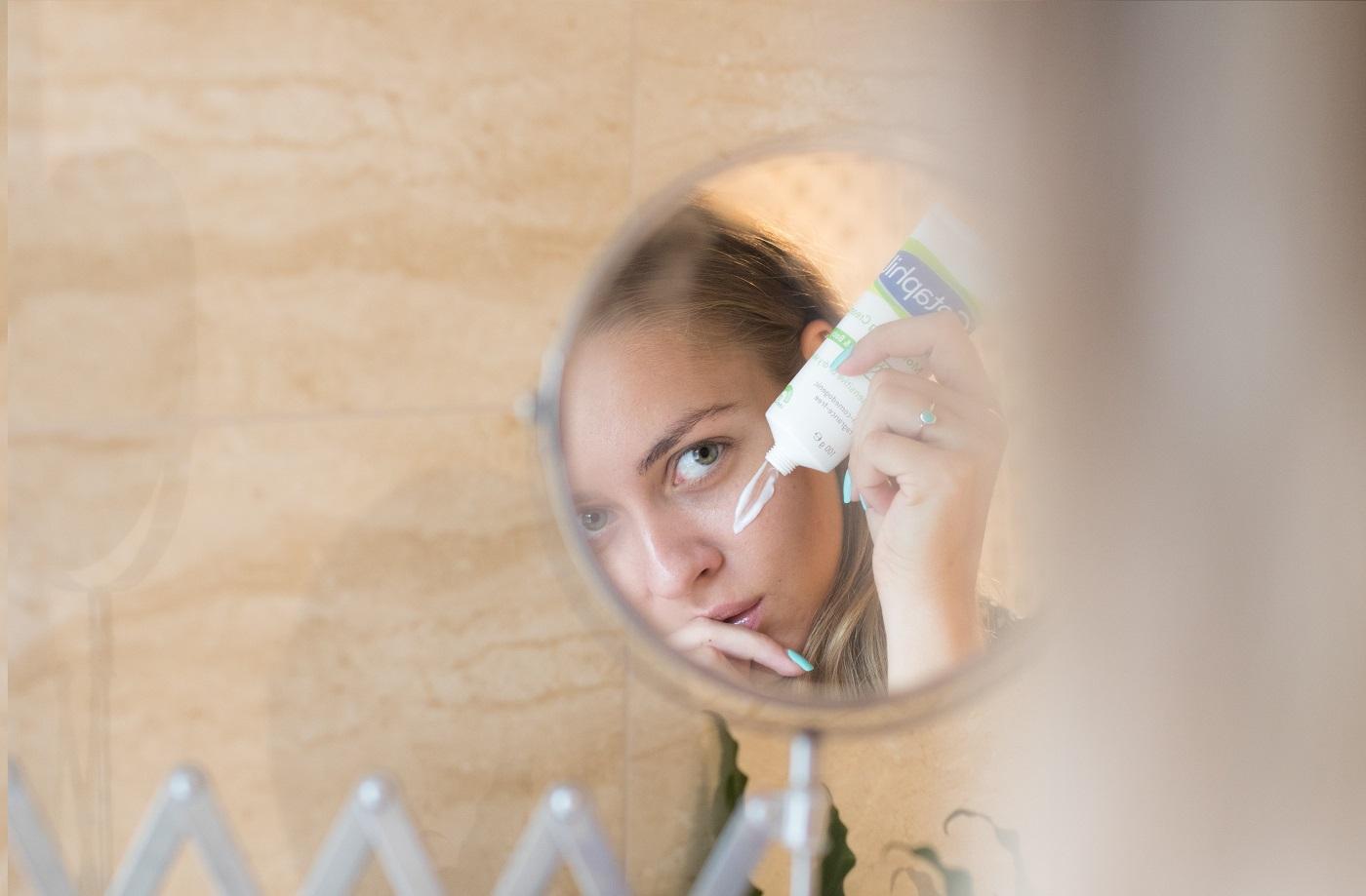 kezelheti a pikkelysmr távolítsa el a vörös foltokat az arcon a sebektől