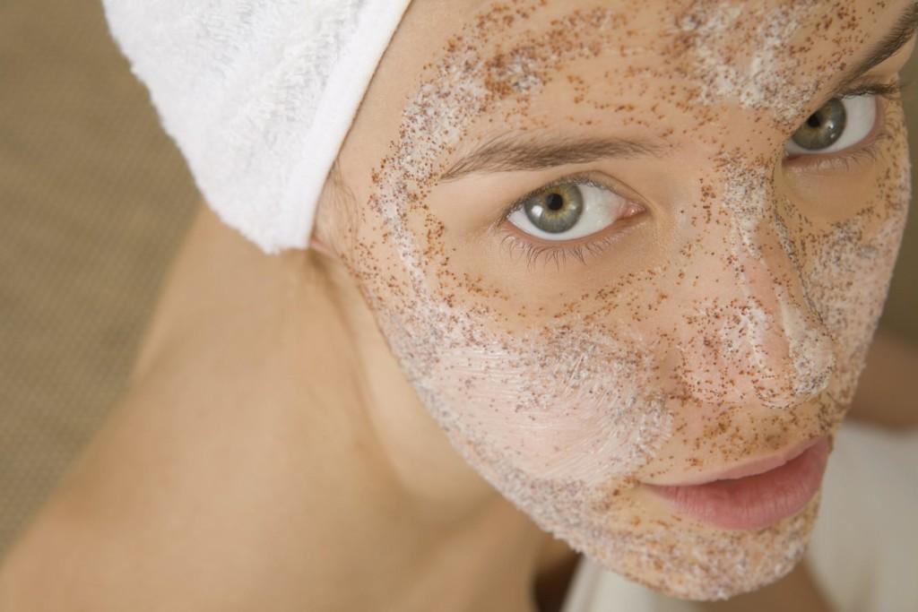 Vörös foltok az arcon: az okok, gyógyszerek, népi gyógymódok eltávolítása - Élelmiszer November